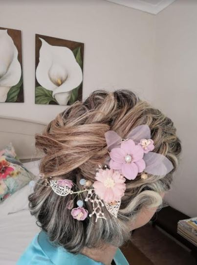 Beautiful bridal wedding hairpiece