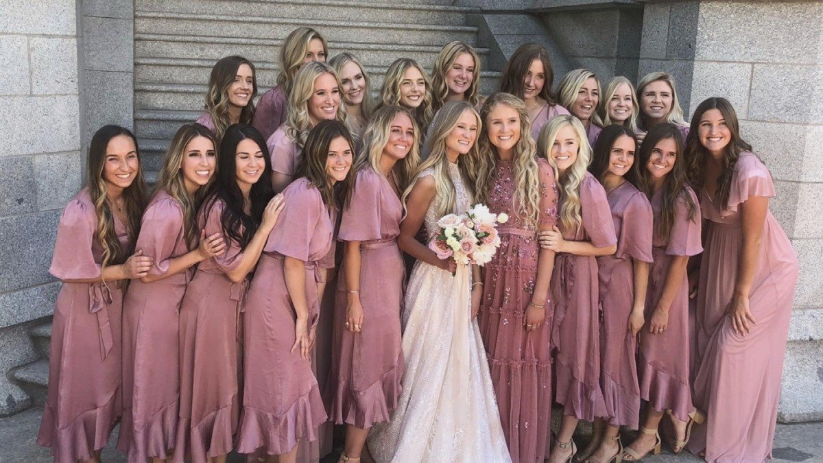 Wedding consisting of 20 Bridesmaids