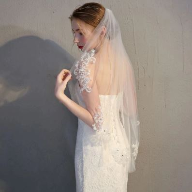 Beautiful Fingertip Length Wedding Bridal Veil   Bride Veil   Embroidery Lace   Comb included